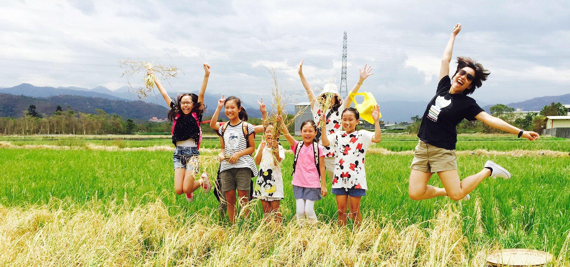 童話村 找稻幸福趣-看誰跳得比較高